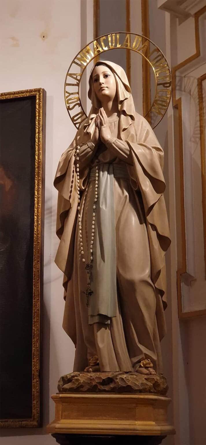 Ikon jomfru i kirkerum