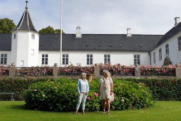 Christa Bundgaard og Christa Radler ved Dallund Slot